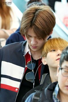 Bakehyun looks like a cute little kid and Sehun looks like his handsome dad ^♢^