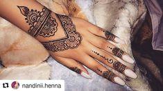 henna ・・・ with Nandinii Vaishu. Henna Flower Designs, Pretty Henna Designs, Flower Henna, Henna Designs Easy, Mehndi Designs For Hands, Henna Tattoos, Henna Tattoo Hand, Henna Tattoo Designs, Henna Nails