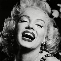 Net Image: Marilyn Monroe: Photo ID: . Picture of Marilyn Monroe - Latest Marilyn Monroe Photo. Marylin Monroe, Fotos Marilyn Monroe, Marilyn Monroe Wallpaper, Marilyn Monroe Portrait, Marilyn Monroe Painting, Marilyn Manson, Classic Hollywood, Old Hollywood, Hollywood Glamour