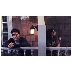 """When the mother played """"La Vie En Rose"""" as Ted was listening from his balcony. Ted And Tracy, Ted And Robin, Barney And Robin, Ted Mosby, How I Met Your Mother, Series Movies, Tv Series, Netflix, Himym"""