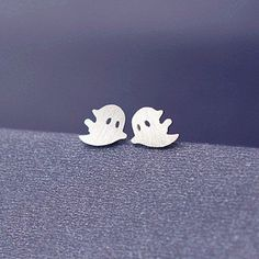 New arrive Fashion Creative specter stud earrings for women simple ghost stud earrings Cute spectre stud earrings as sporty gift
