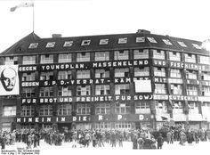 Federal Archive 183-09424-0006, Berlin, Karl-Liebknecht-Haus on the day of the general election - Karl-Liebknecht-Haus - Wikipedia, the free encyclopedia