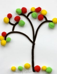 Three easy fall tree crafts for kids. I'll skip the bead tree as Carmen will surely eat them all before Vi's trunk is even ready :) Probably will instead do one with real leaves we gather together on a walk.