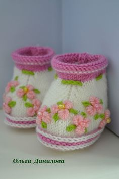 to Make Pretty Knitted Baby Booties Knitted Baby Boots, Knit Baby Shoes, Knit Baby Booties, Booties Crochet, Crochet Shoes, Baby Socks, Baby Hats, Crochet Kids Hats, Knitting For Kids