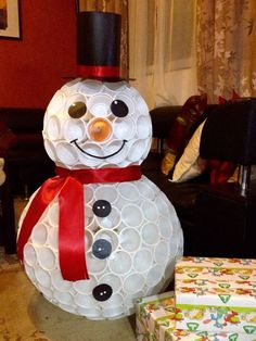 37 DIY Snowman Craft Ideas For Your Christmas From Plastic Cup - Elva Photography Plastic Cup Snowman, Plastic Cups, Snowman From Cups, Snowman Cup, Christmas Snowman, Christmas Holidays, Christmas Ornaments, Father Christmas, Christmas Trees