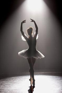 Senior Portrait / Photo / Picture Idea - Girls - Dance / Dancer / Ballet / Ballerina - Stage