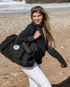 Cabin sized holdall with more than enough room for a whole trip worth of clothes! Club Design, Black Trim, Capsule Wardrobe, Black Cotton, Vintage Black, Cotton Canvas, Skate, Weekender, Cabin