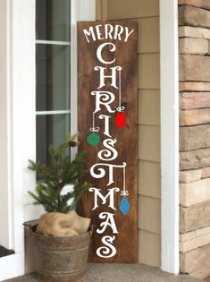 Christmas Wooden Signs, Pallet Christmas, Christmas Porch, Noel Christmas, Rustic Christmas, Christmas Projects, Merry Christmas Signs, Outdoor Wooden Christmas Decorations, Diy Xmas Decorations