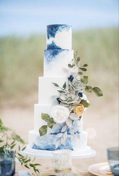 20 Wonderful Wedding Cakes Ideas That Looks Pretty wedding Cakes blue Crazy Wedding Cakes, Beautiful Wedding Cakes, Perfect Wedding, Blue Wedding Cakes, Tiered Wedding Cakes, Modern Wedding Cakes, Blue Beach Wedding, Gold Wedding, Wedding Bride