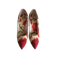 Vintage womens Herbert Levine for Joseph Magnin shoes feature: ✧ classic 1950s pump style ✧ cloth with red floral design ✧ 3 1/2 stiletto heel ✧