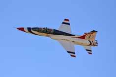 USAF Thunderbird Northrup T-38 Talon Fighter Aircraft, Fighter Jets, Aircraft Painting, Military Pictures, Blue Angels, Freedom Fighters, Us Air Force, Air Show, Helicopters
