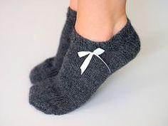 Life with Mari: Kesäiset nilkkasukat lyhytvartiset naisen villasukat Crochet Socks, Knitting Socks, Hand Knitting, Knit Crochet, Knitting Patterns, Woolen Socks, Socks And Heels, Short Socks, Stocking Tights