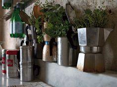 Dalla caffettiera alla grattugia: tante idee per arredare casa riciclando