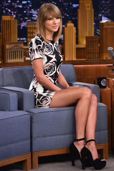 If you are looking for the Taylor Swift nude leaks and NSFW video collection, you came to the right place! The country singer turned pop icon is one tasty and sexy woman, we totally understand your obsession with her. Taylor Swift Shoes, Taylor Swift Outfits, Taylor Swift Style, Taylor Alison Swift, Sara Underwood, Leg Pictures, Taylor Swift Pictures, Foto Pose, Taylors