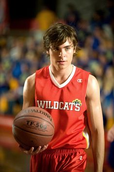 Troy Bolton by Zac Efron in High School Musical, 2006 - god I feel old Troy Bolton, Hight School Musical, In High School, Wildcats High School Musical, High School Musical Quizzes, High School Musical Costumes, Hig School, High School Basketball, School Boy