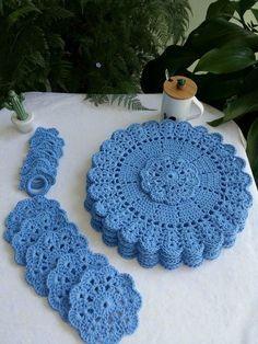 Crochet Coaster Pattern, Crochet Edging Patterns, Crochet Mandala Pattern, Crochet Circles, Crochet Designs, Crochet Dollies, Crochet Gifts, Diy Crochet, Crochet Poncho