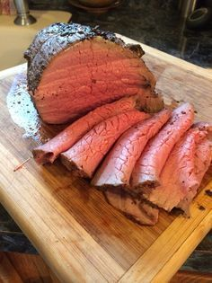 Cook a Tender Eye Round Roast This piece of beef is best cooked and eaten rare to medium rare. If overcooked it becomes tough and dry in my humble opinion. Beef Round, Beef Eye Round Roast, Rib Eye Roast, Chuck Eye Roast, Round Steak, Roast Beef Recipes, Beef Meals, Beef Welington, Venison