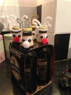 Want to know how to wrap bottles for Christmas :) Christmas Stuff, Nespresso, Bottles, Wraps, Kitchen Appliances, Holidays, Pink, Christmas Things, Cooking Ware