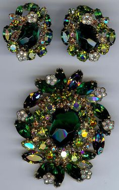 WEISS GORGEOUS VINTAGE CARVED GREEN GLASS TOPAZ RHINESTONE PIN & EARRINGS SET
