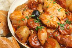 Préparation : 1. Pelez les tomates, le chorizo et l'oignon. Concassez les tomates, émincez l'oignon et coupez le chorizo en rondelles. Coupez les blancs de poulets en petits morceaux. 2. Dans…