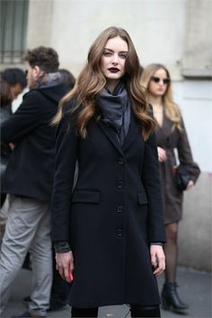 Navy Coat - Auguste Abeliunaite Photo by Pierguido Grassano { Cool Chic Style Fashion} Fashion Mode, Look Fashion, Daily Fashion, Timeless Fashion, Girl Fashion, Model Street Style, Street Style Women, Street Chic, Street Wear