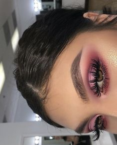 40 OF THE BEST EYESHADOW LOOKS! Here we have gathered some of the most epic makeup looks to give you major inspiration and confidence to try something NEW! Glam Makeup, Skin Makeup, Makeup Inspo, Makeup Inspiration, Makeup Ideas, Makeup Style, Pink Eye Makeup, Makeup Hacks, Nail Inspo