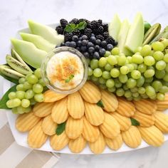 Dessert Platter, Fruit Dessert, Fruit Cakes, Party Food Platters, Fruit Platters, Brunch, Cheesecake Desserts, Green Goddess, Dip Recipes