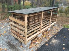Easy as can be. Wood storage w pallets. Will hold almost two chords of wood Easy as can be. Wood storage w pallets. Will hold almost two chords of wood. Outdoor Firewood Rack, Firewood Shed, Firewood Storage, Bbq Wood, Wood Wood, Wood Storage Sheds, Diy Storage, Pallet Storage, Rideaux Design