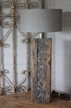 Stoere landelijke staande lamp stronk landelijke stijl wonen interieur - Concrete effect tafel ...