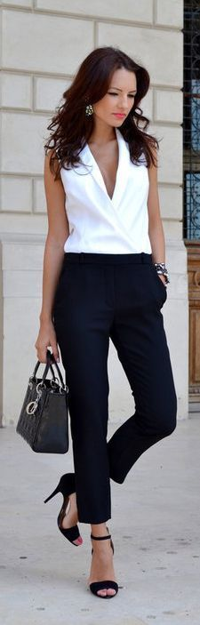 I'm so into monochromes right now, this black and white outfit is awesome.