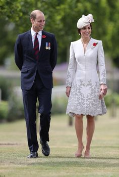 William and Kate visit Commonwealth War Graves | Daily Mail Online