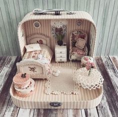 Miniature Bedroom Dollhouse ♡ ♡ By Olga Mokriskaya DIY doll house by using a shoebox - There are different methods of making doll houses using different material. The easiest is to make a DIY doll house by using shoebox. These doll house. Miniature Rooms, Miniature Crafts, Miniature Houses, Mason Jar Diy, Mason Jar Crafts, Doll Furniture, Dollhouse Furniture, Diy Dollhouse, Dollhouse Miniatures