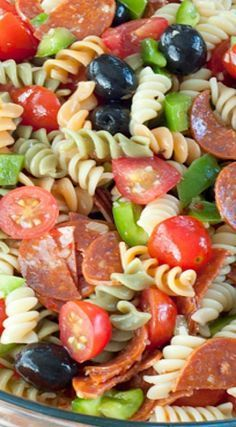 Classic Italian Pasta Salad is a colorful and reliable, go-to pasta salad recipe for spring or summer dinners, parties and picnics. This would be great for a pasta salad for a potluck! Pasta Dishes, Food Dishes, Pasta Salad Italian, Best Pasta Salad, Cold Pasta, Cooking Recipes, Healthy Recipes, Top Recipes, Cooking Tips