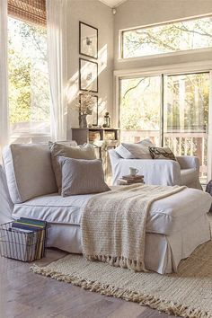 Relaxed Interiors. Casual Relaxed Interior Ideas. Relaxed interior textures. Relaxed interiors paint color. Neutral relaxed interiors. #RelaxedInteriors #Interiors #Neutral #NeutralInteriors Via Decor Decor.