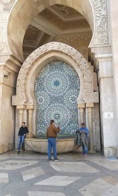 Marokkanische Fliesen im Maroko.  #piastrelle #zellige #fliesen #dekorfliesen #wandfliesen #wohninspiration #Wohnideen #wohntrends #inneneinruchtung #badezimmer #badfliesen #buntefliesen #ausgefallen #kacheln #homedecor #homedesign #lifestyle #wandfliesen #marokkanische #fliesen #innenarchitektur #moroccantiles #marocchine Home Design, Interior Design, Oriental, Italia Design, Taj Mahal, Louvre, Building, Travel, Home Decor