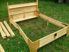 The box/bed - Robert MacPherson - Picasa Web Albums. Starts as a portable box, finishes as a bed frame! Small Wooden Boxes, Wooden Bed Frames, Cama Box, Easy Diy Projects, Wood Projects, Outdoor Projects, Space Saving Beds, Folding Beds, Box Bed