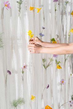 Cortina Floral, Paper Curtain, Diy Fleur, Flower Curtain, Stoff Design, Bedroom Decor, Wall Decor, Deco Boheme, Holding Flowers