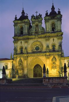 The Alcobaça Monastery in Portugal is a true architectural spectacle. Every inch of the monastery's interior is covered with intricate art details and extravagant touches. During the Middle Ages, AlcobaçaMonastery was perhaps the most important place in Portugal.