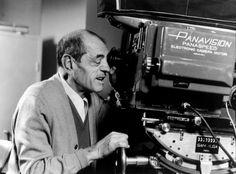 #TalDiaComoHoy (29 de julio) muere en México Luis Buñuel, en 1983, uno de nuestro cineastas más importantes. Si quieres conocer su obra pasa por la biblioteca.