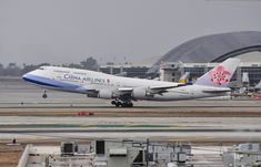 China Airlines 747-409 lifting off runway 25R at LAX on November 17, 2012.