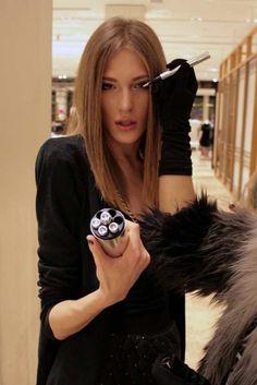 Androginia: Homem russo heterossexual está fazendo sucesso como modelo feminino | Jornal Ciência