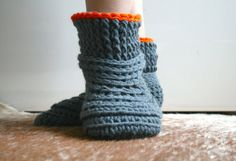 Crochet Pattern crochet slipper pattern Lazy Sunday by LuzPatterns #crochetpattern #crochetslippers #crochet