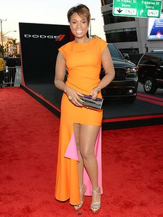 Jennifer Hudson in a fun and flirty orange gown with a bright pink train at the 2013 American Music Awards