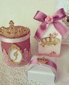 FESTA DE PRINCESA PARA ISABELA. COM TANTO CARINHO PREPAREI ESTA FESTA PARA UMA CLIENTE ESPECIAL. OBRIGADA MAMÃE @memartorini #boatarde #festa #festainfantil #festas #festaprincesa #coroa #arte #criar #design #top #tucaminuca #princessparty #princess #personalizada #niver #scrap #instaparty #party #girl #1 #aniversários #ideias #mimos #maedemenina #princesa #craft #paper