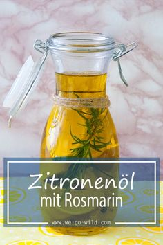 Zitronenöl selber machen mit Olivenöl We have a delicious recipe for you! The homemade lemon oil with rosemary is super healthy and a refreshing recipe. Simply make a delicious salad dressing yourself. Salad Dressing Recipes, Salad Recipes, Yummy Drinks, Yummy Food, Lemon Oil, Winter Drinks, Calories, Diy Food, Food Inspiration