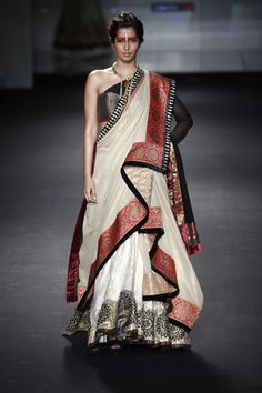 Aaina - Bridal Beauty and Style: Designer Bride: Anju Modi at Bridal Couture Week 2012 Saree Wearing Styles, Saree Styles, Sari Draping Styles, Indian Fashion Designers, Indian Designer Outfits, Indian Dresses, Indian Outfits, Indian Style Clothes, Collection Eid