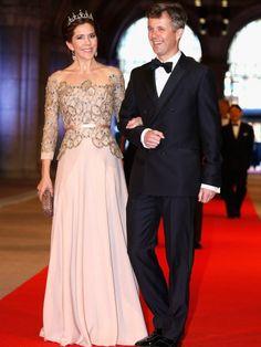 Als Beatrix der Niederlande im vergangenen Jahr abdankte, kamen Mary und Frederik zum feierlichen Abschieds-Dinner.
