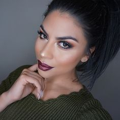 """""""Messy ponytail & dark lips   Wearing @doseofcolors new liquid lipsticks in the colors corset & teddy #makeupbygriselda #doseofcolors"""""""