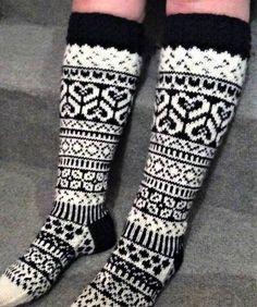 Pitkät villasukat Knitted Socks Free Pattern, Knitting Socks, Knitting Charts, Knitting Patterns, Wool Socks, Slipper Socks, Knitting Projects, Mittens, Knit Crochet