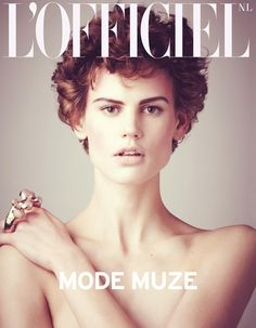Dutch Goddess – Saskia de Brauw graces two covers of L'Officiel Netherlands' April-May edition. The Dutch model poses for Matthew Brookes' lens with one typical beauty portrait and another avantgarde image.